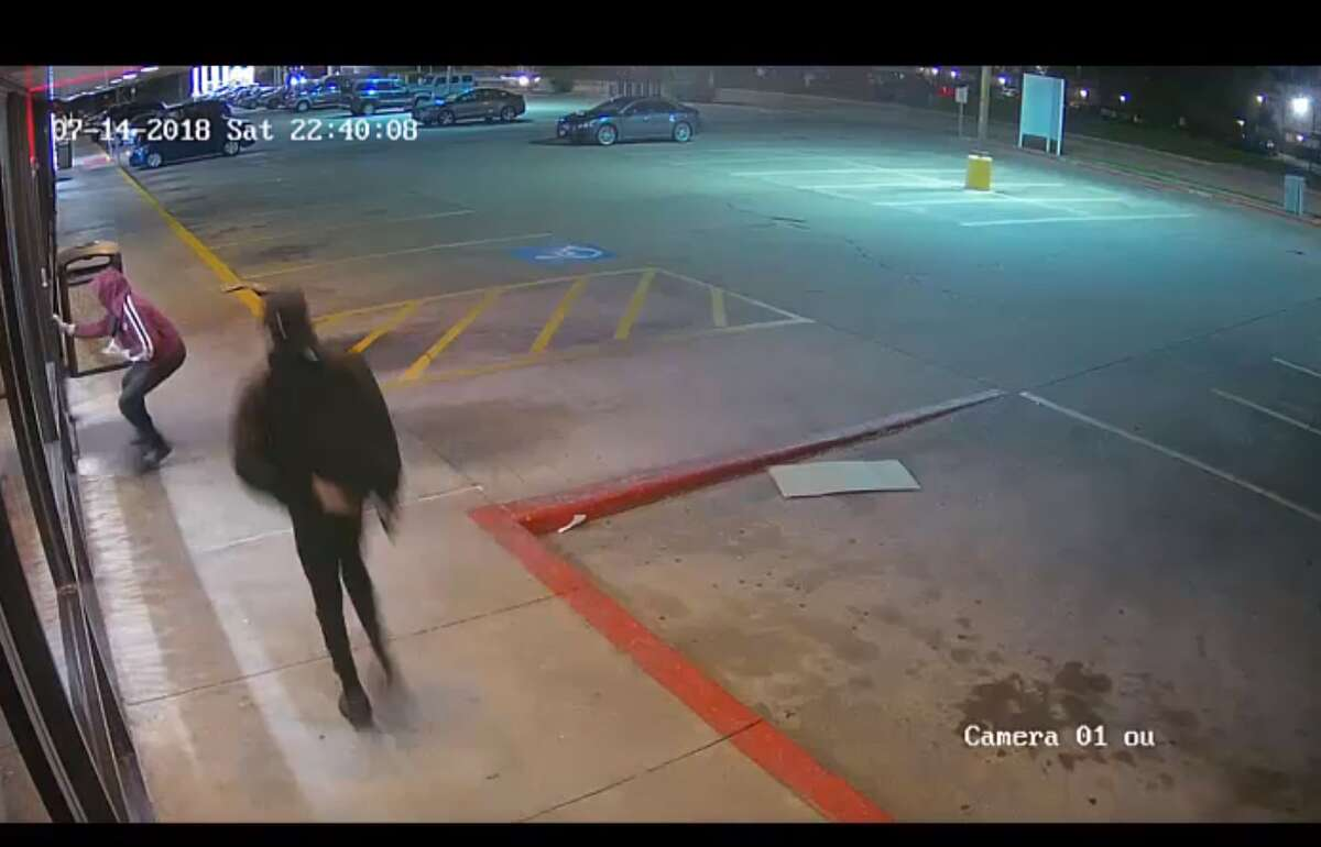 PHOTOS: Video captures armed suspects robbing pizza parlor Three armed suspects ran into a Houston pizza parlor on July 14 and held at least two employees at gunpoint in the back of the store. >>> How the dramatic and violent encounter unfolded