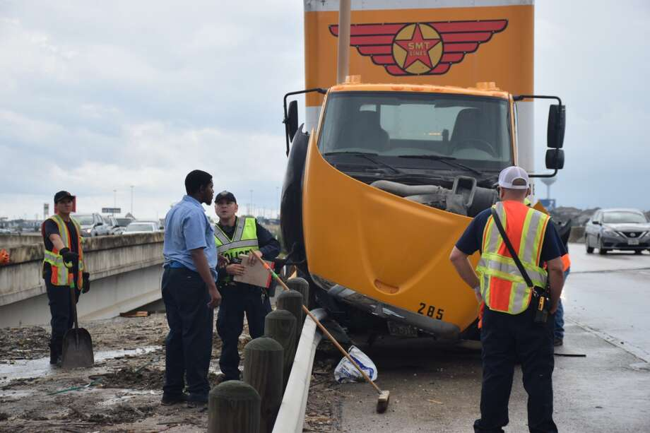 A San Antonio Fire Department Hazmat crew responded to a crash involving an 18-wheeler on Tuesday, Sept. 4, 2018, at the westbound Loop 1604 bridge over Lookout Road. Photo: Caleb Downs/Staff Photographer