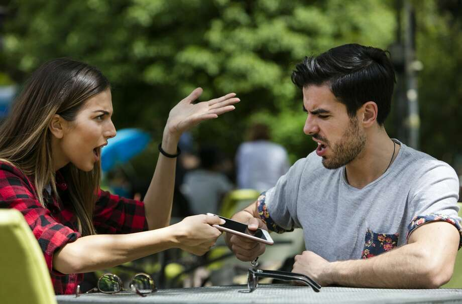 A fiance doesn't like the group text chat that her partner has with his friends.