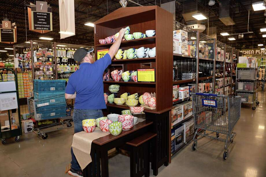 Kroger employee Paul Gartland stocks shelves in the Kitchen Place section to prepare for the grand opening of a new 100,000 sq ft store at The Village at Riverstone in Sugar Land, TX on August 29, 2018. Photo: Craig Moseley, Houston Chronicle / Staff Photographer / ©2018 Houston Chronicle