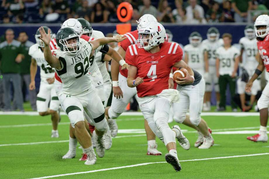 Quarterback Peyton Matocha (4) of St. Thomas carries the ball in the second quarter of a high school football game between the Strake Jesuit Crusaders and the St. Thomas Eagles on Friday, August 31, 2018 at NRG Stadium, Houston, TX. Photo: Craig Moseley, Houston Chronicle / Staff Photographer / ©2018 Houston Chronicle