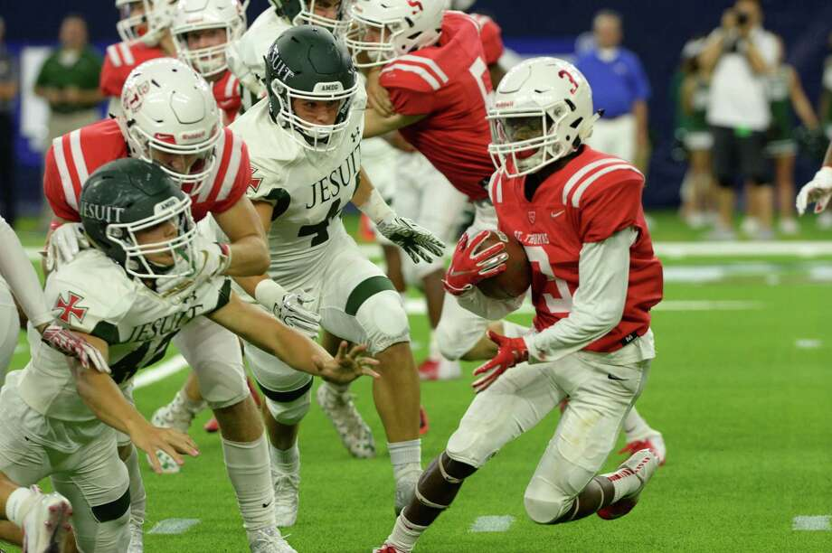 Joshua Crissmon (3) of St. Thomas runs into several Strake Jesuit defenders on a kick off return in the third quarter of a high school football game between the Strake Jesuit Crusaders and the St. Thomas Eagles on Friday, August 31, 2018 at NRG Stadium, Houston, TX. Photo: Craig Moseley, Houston Chronicle / Staff Photographer / ©2018 Houston Chronicle