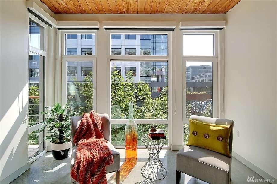 A sweet one bedroom condo in South Lake Union's Veer complex runs $499,500. Photo: Tucker English Via David Nicholson • John L Scott West Seattle