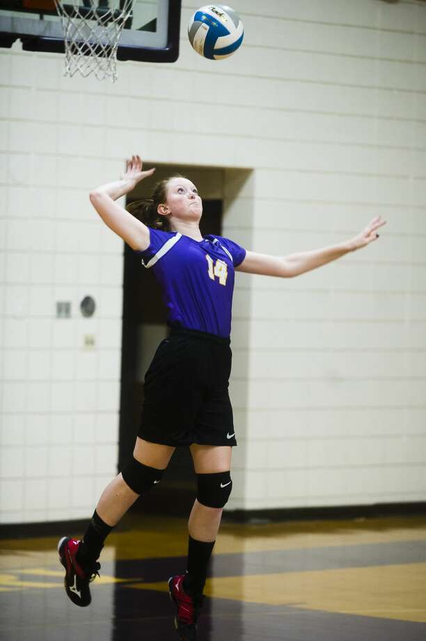 Calvary Baptist senior Lydia Hillebrand serves the ball during a match against Clinton Faith on Tuesday, Sept. 4, 2018 at Calvary Baptist Academy. (Katy Kildee/kkildee@mdn.net) Photo: (Katy Kildee/kkildee@mdn.net)