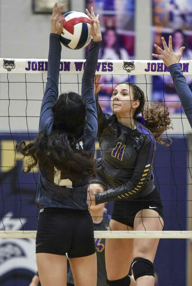 Priscilla Carillo and LBJ rolled 3-0 (25-17, 25-13, 25-11) Tuesday over Pharr-San Juan-Alamo Southwest. The Lady Wolves are home again at 7 p.m. Friday to open district play against Alexander. Photo: Danny Zaragoza /Laredo Morning Times