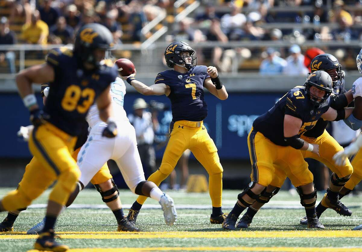 BERKELEY, CA - SEPTEMBER 01: Chase Garbers #7 of the California Golden Bears passes the ball against the North Carolina Tar Heels at California Memorial Stadium on September 1, 2018 in Berkeley, California. (Photo by Ezra Shaw/Getty Images)