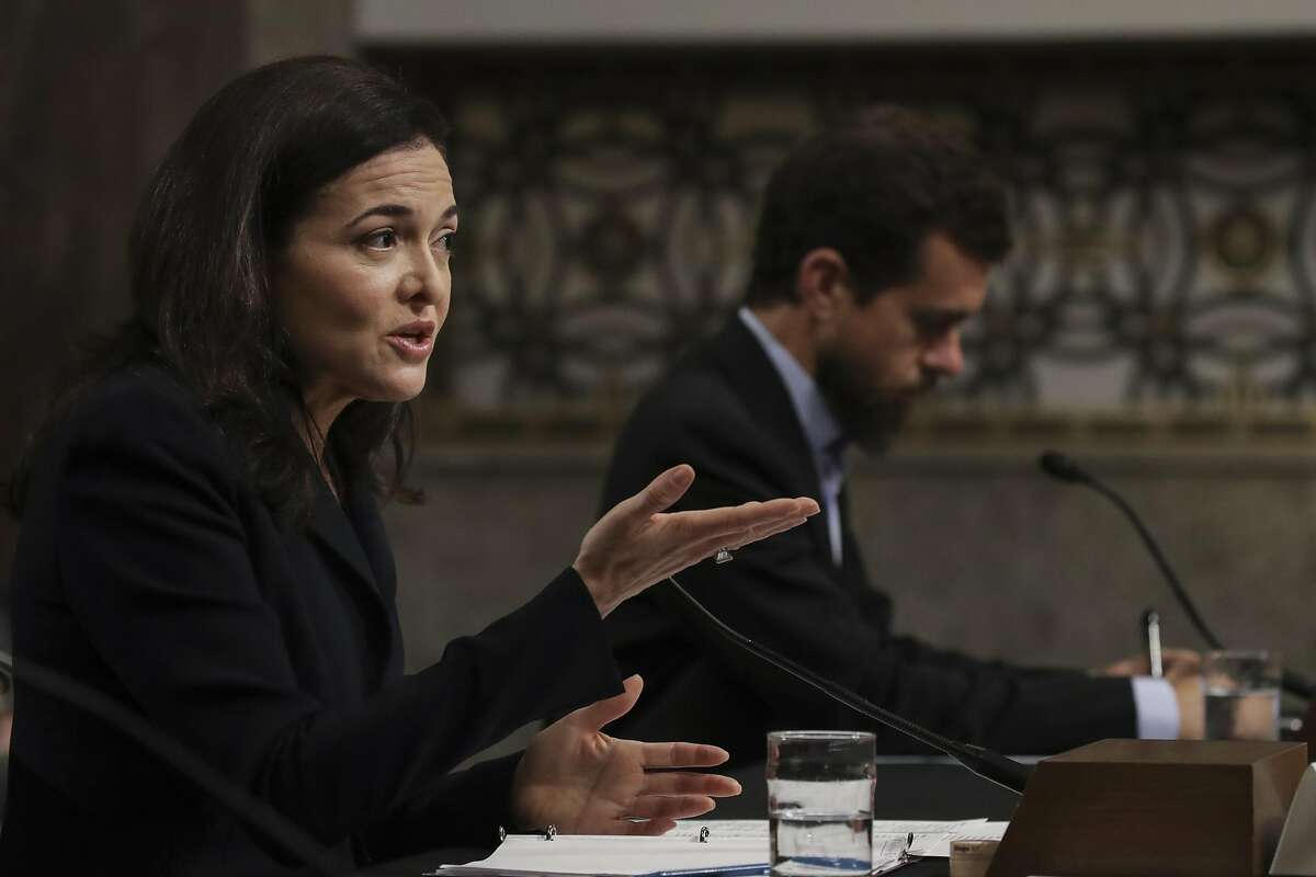 WASHINGTON, DC - SEPTEMBER 5: (L-R) Facebook chief operating officer Sheryl Sandberg and Twitter chief executive officer Jack Dorsey testify during a Senate Intelligence Committee hearing concerning foreign influence operations' use of social media platforms, on Capitol Hill, September 5, 2018 in Washington, DC. Twitter CEO Jack Dorsey and Facebook chief operating officer Sheryl Sandberg faced questions about how foreign operatives use their platforms in attempts to influence and manipulate public opinion. (Photo by Drew Angerer/Getty Images)