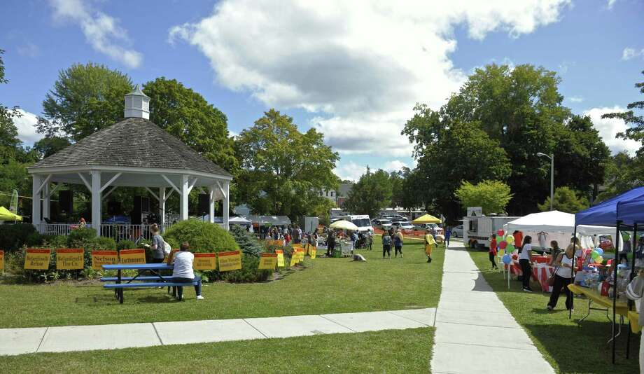 The Scotty Fund Bethel Town Picnic on Saturday, September 9, 2017, on the Bethel Conn municipal center front lawn. Photo: H John Voorhees III / Hearst Connecticut Media / The News-Times
