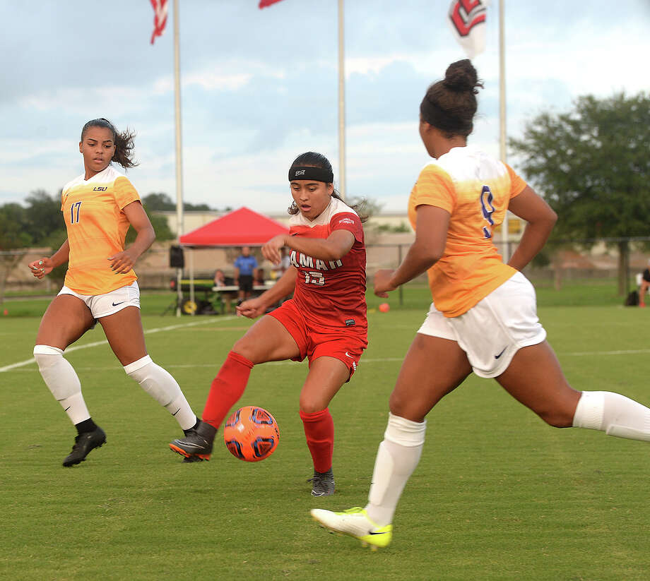 Lamar's Juliana Ocampo looks to outmaneuver LSU's Tiana Caffey and Alex Thomas during Tuesday's home game. Tuesday, September 04, 2018 Kim Brent/The Enterprise Photo: Kim Brent/The Enterprise