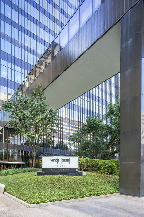 LyondellBasell Tower is a 46-story building at 1221 McKinney in the Houston Center complex in southeast downtown. Photo: Brookfield Properties, Photographer/Owner / Mabry Campbell / Copyright 2017 Mabry Campbell