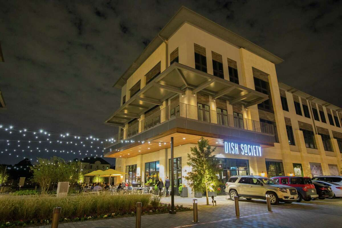 Memorial Green, a mixed-use development of Houston-basedMidway, opened at 12525 Memorial Drivein October 2017. The project, on nearly 14 acres, containssingle-family homes in addition to lifestyle retail and services, dining and boutique office space.