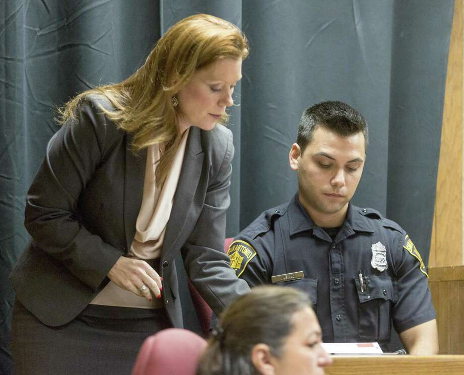 Prosecutor Jessica Frazier (left) talks Wednesdaywith SAPD officer Aaron Urbano as he testifies in Judge Laura Parker's courtroom during an intoxication manslaughter case. Photo: William Luther /Staff Photographer / © 2018 San Antonio Express-News
