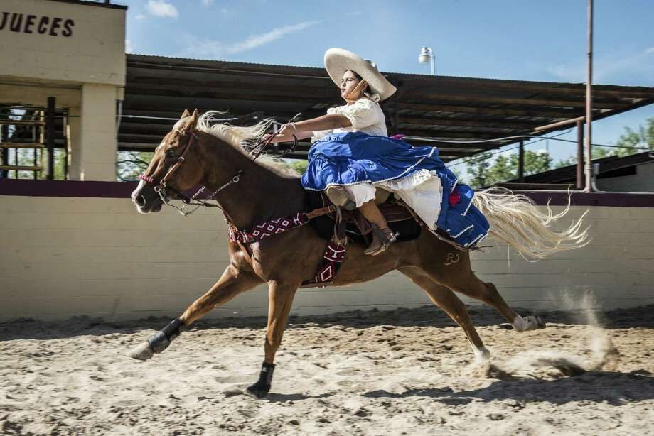 Lidding Salda–a, a member of Escaramuza las Coronelas de San Antonio Charros, performs a calla, where she rides her horse into the arena and stops suddenly at the end, during Diez y Seis de Septiembre Charreada at the San Antonio Charro Ranch on Sunday, September 18, 2016. The call part of a charreada is traditionally performed only by men. Photo: Matthew Busch /Contributor / © Matthew Busch