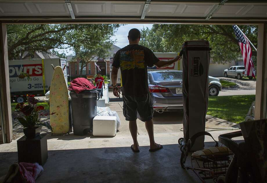 Matt Sprague packs up the last of his belongings from his family's home in west Houston after closing on the sale of the home, Thursday, Aug. 30, 2018 in Houston. Sprague had an offer on the house virtually overnight using the web-based service Opendoor. Photo: Mark Mulligan, Staff Photographer