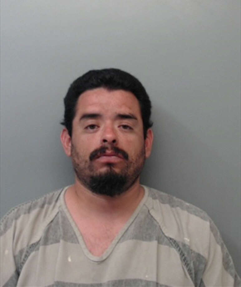 Alejandro Quintana, 33, was charged with unlawful restraint. Photo: Webb County Sheriff's Office