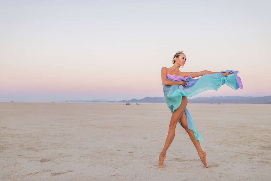 Marlowe Bassett of Metamorphosis Ballet performs in the Black Rock Desert during Burning Man 2018. Photo: Jane Hu / Burning Man