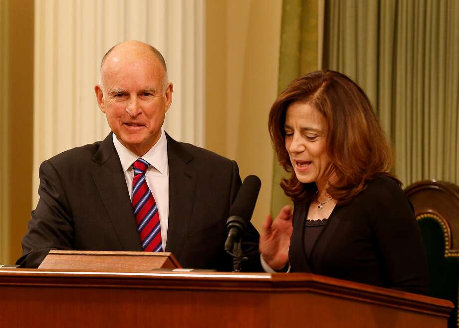 Governor Brown smiled as his wife Anne Gust Brown introduced him Monday January 5, 2015. Photo: Brant Ward, The Chronicle