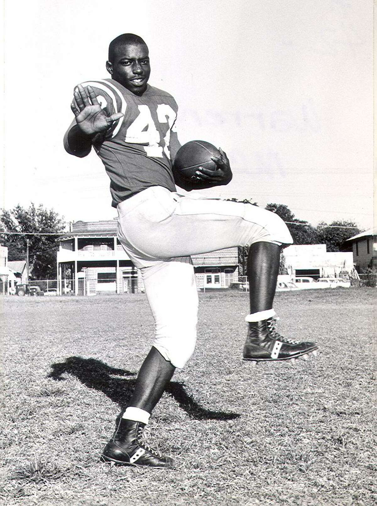 Brackenridge High School Warren McVea McVea, the first black football player at the University of Houston, rushed for 500 yards and seven touchdowns with Kansas City in 1970. The Chiefs won the Super Bowl that season. Honorable mention: Sam Hurd (NFL wide receiver 2006-2011)
