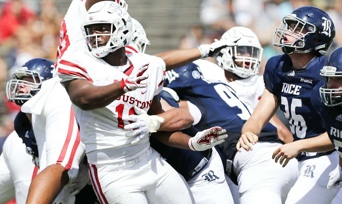 Week 3: @ Houston 2018 result: N/A Week 3 brings the first real challenge of the season. The Cougs will travel to Houston to face the other Cougars - a consistently solid non-Power-5 team program that went 8-5 last year. Houston QB D'Eriq King is a true dual-threat player who accounted for a whopping 50 touchdowns last season. WSU's defense will have their hands full, but Houston's defense isn't exactly the stuff of legend either. Without a surefire star at quarterback after the departure of Gardner Minshew, this one should be close. Predictions: Cougars (WSU) lose 28-14