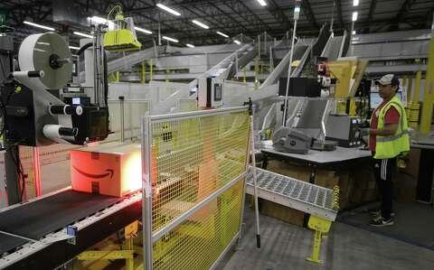 Amazon showcases new fulfillment center in Houston - Houston Chronicle