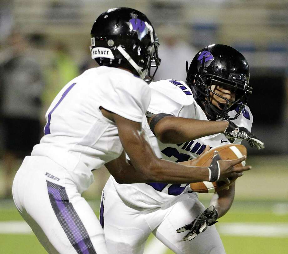 Willis' JerMichael Dickerson (1) hands off to Carles Kibble (20) during the first half of their game against Lake Creek at Lake Creek Thursday, Sep. 6, 2018 in Montgomery, TX. Photo: Michael Wyke, FRE / Contributor / © 2018 Houston Chronicle