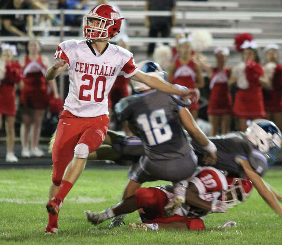 Centralia kicker Pascal Bernier (20) watches his 27-yard field goal on the final play of the fourth quarter fall short after being deflected while Jersey's Andrew Mortland (18) and a teammate take out holder Camden Woolbright on Thursday night in Jerseyville. The missed field goal sent the game to overtime and Jersey pulled out a 21-14 victory. Photo: Greg Shashack / The Telegraph