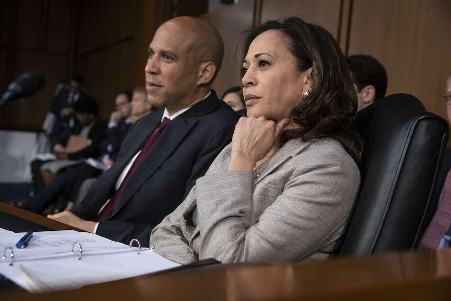 Sens. Cory Booker, D-N.J., (left) and Kamala Harris, D-Calif., join the confirmation hearing for court nominee Brett Kavanaugh. Photo: J. Scott Applewhite / Associated Press