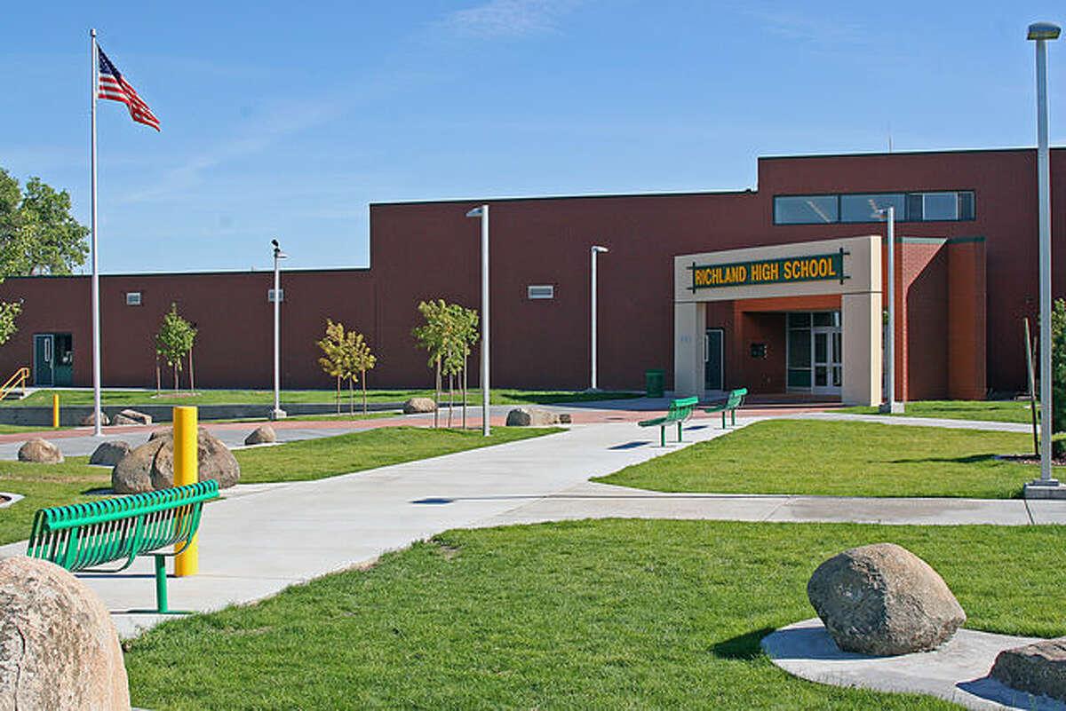 19. Richland High School, Richland: 2,022