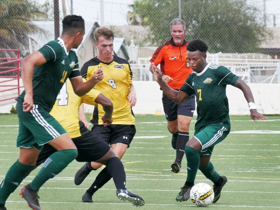 Rodave Murray controls the ball for the Laredo College Palominos as they played conference foe Tyler Junior College Friday, September 7, 2018 at LISD Memorial Field. Photo: Cuate Santos /Laredo Morning Times File / Laredo Morning Times