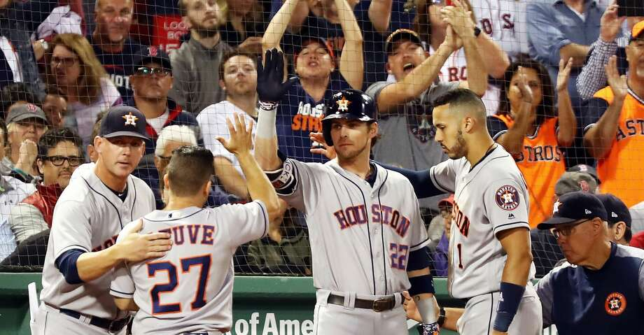 BOSTON, MA - SEPTEMBER 7:  Fans cheer as Jose Altuve #27 of the Houston Astros returns to the dugout after scoring in the eighth inning of a game against the Boston Red Sox at Fenway Park on September 7, 2018 in Boston, Massachusetts.  (Photo by Adam Glanzman/Getty Images) Photo: Adam Glanzman/Getty Images