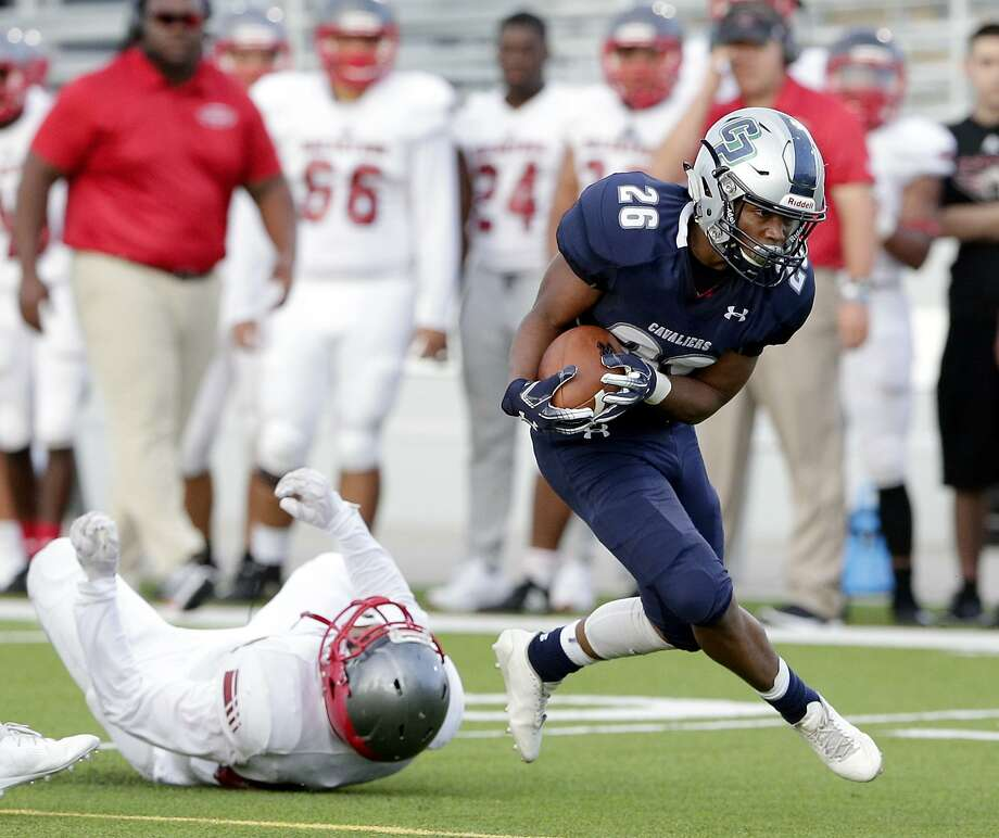 College Park's QuaJon Charles (26) breaks the tackle by Aldine MacArthur's Saul Hernandez during the first half of their game Friday, Sep. 7, 2018 in Shenandoah, TX. Photo: Michael Wyke, Houston Chronicle / Contributor / © 2018 Houston Chronicle