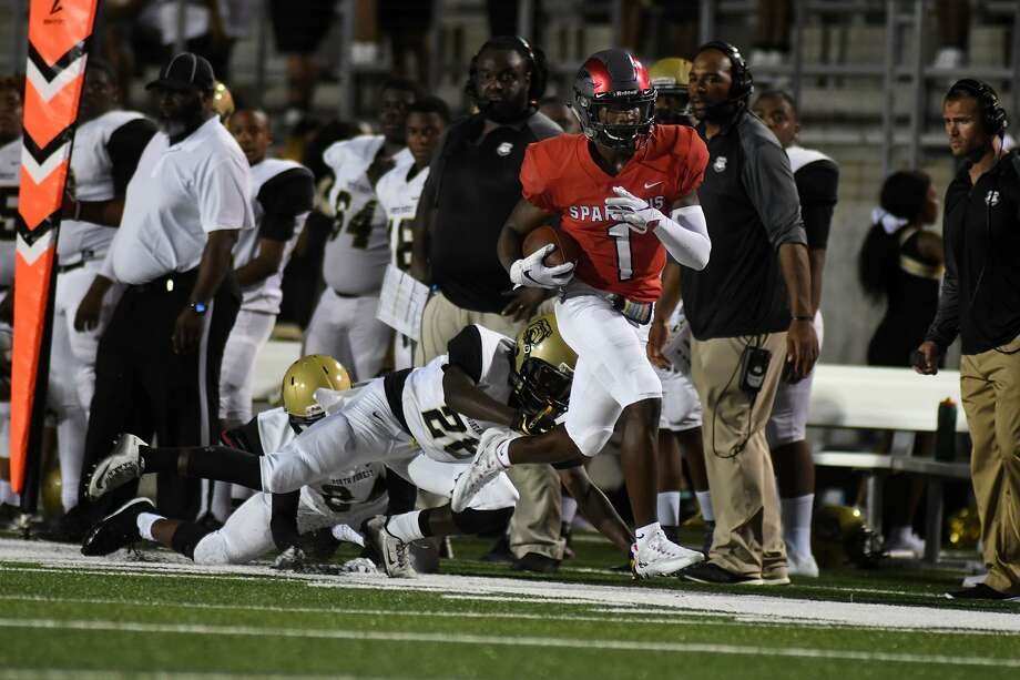 Porter wide receiver Sevonne Rhea (1) runs the sideline for yardage against the North Forest defense in second quarter action of their matchup at Texan Drive Stadium in New Caney on Friday, Sept. 7, 2018. Photo: Jerry Baker, Houston Chronicle / Contributor / Houston Chronicle