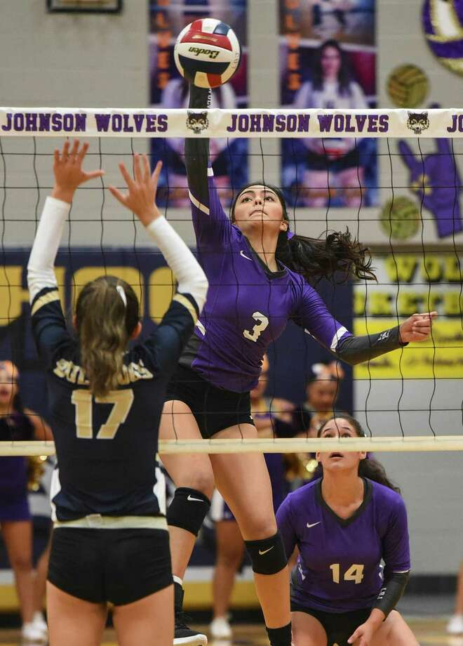 Lyndon B. Johnson High School Yaretzi Ortiz goes for the kill shot during a game against Alexander High School on Friday, Sept. 7, 2018, at LBJ High School. Photo: Danny Zaragoza /Laredo Morning Times