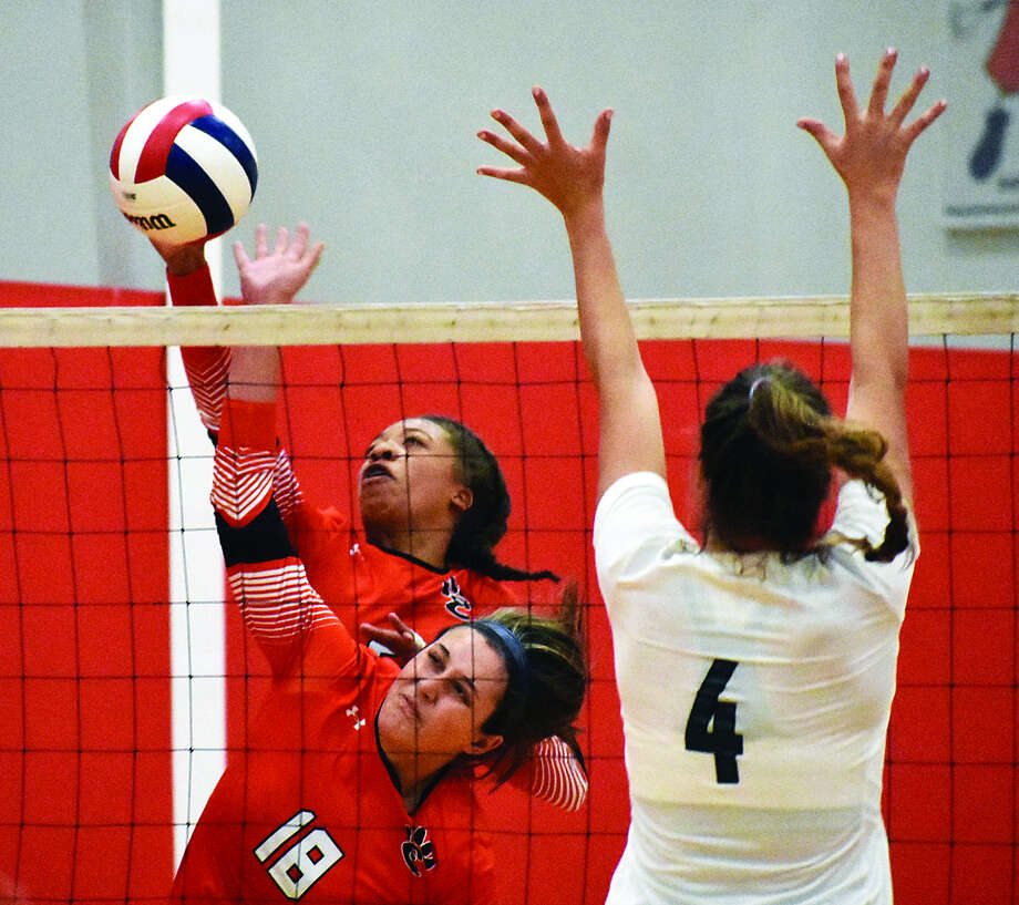 Edwardsville's Alexa Harris, back, and Corrine Timmermann collide while both going up for a kill. Photo: Matthew Kamp