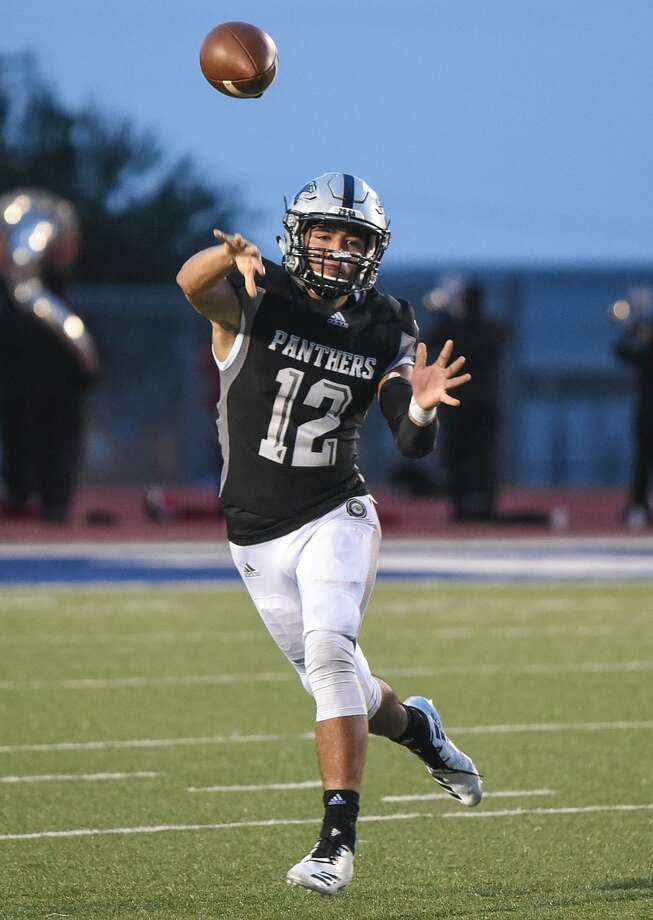 Efrain Hernandez had career highs of 17 completions and 195 yards Friday, but he was also picked off four times in United South's 27-10 loss at Eagle Pass. Photo: Danny Zaragoza /Laredo Morning Times File