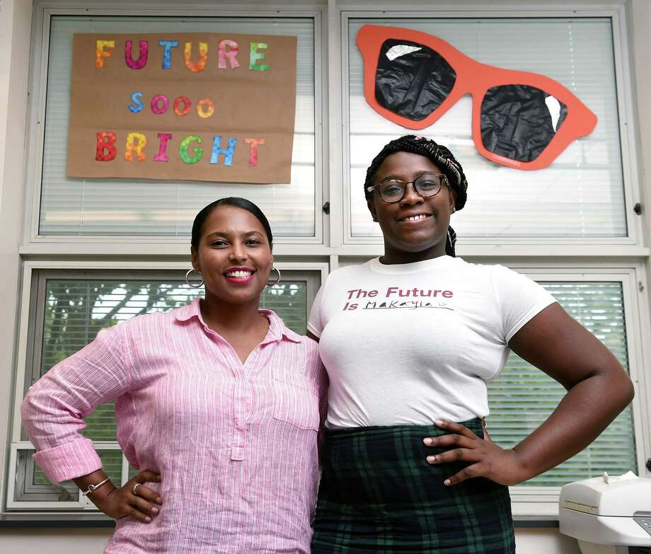 Science educator and mentor Rachele Thomas, left, and Bezos Scholar Makayla Dawkins, 17, are photographed at Hillhouse High School in New Haven Friday. Photo: Arnold Gold / Hearst Connecticut Media / New Haven Register