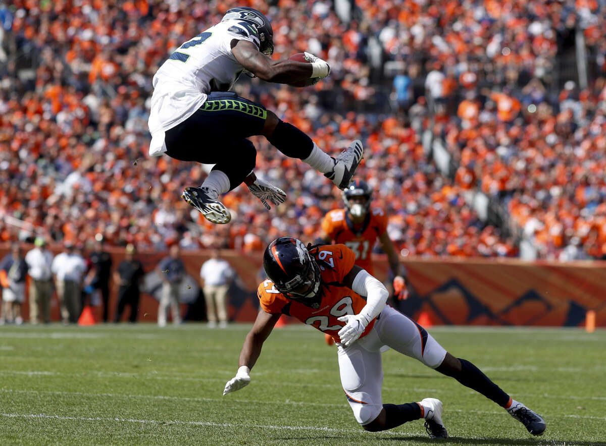RUN GAME DISAPPOINTS  Chris Carson and Rashaad Penny combined for just 59 yards on 14 carries (seven apiece) against the Broncos. The Seahawks want to resurrect their run game -- which has largely been ineffective since Marshawn Lynch's departure after the 2015 season -- and Sunday was not a good start to that goal.  Carson looked great at times, though, and should've received more touches. He jumped over a defender on one run and had a long of 24 yards. He also had a 44-yard pick up in the second quarter that was rolled back by a J.R. Sweezy penalty.