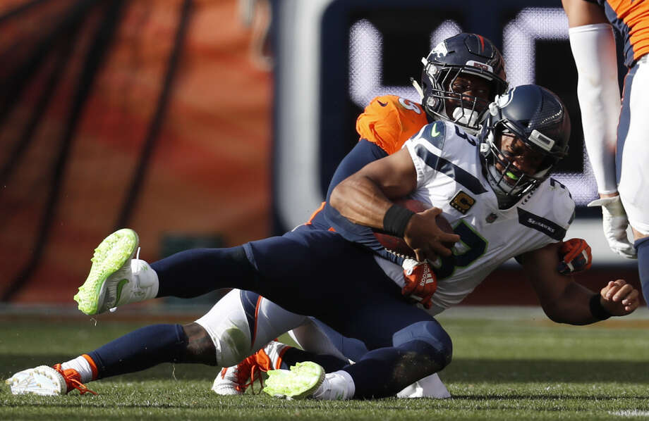 BRONCOS' PASS RUSH VS. SEAHAWKS' O-LINE? VICTORY, BRONCOS -- HANDS DOWN. 