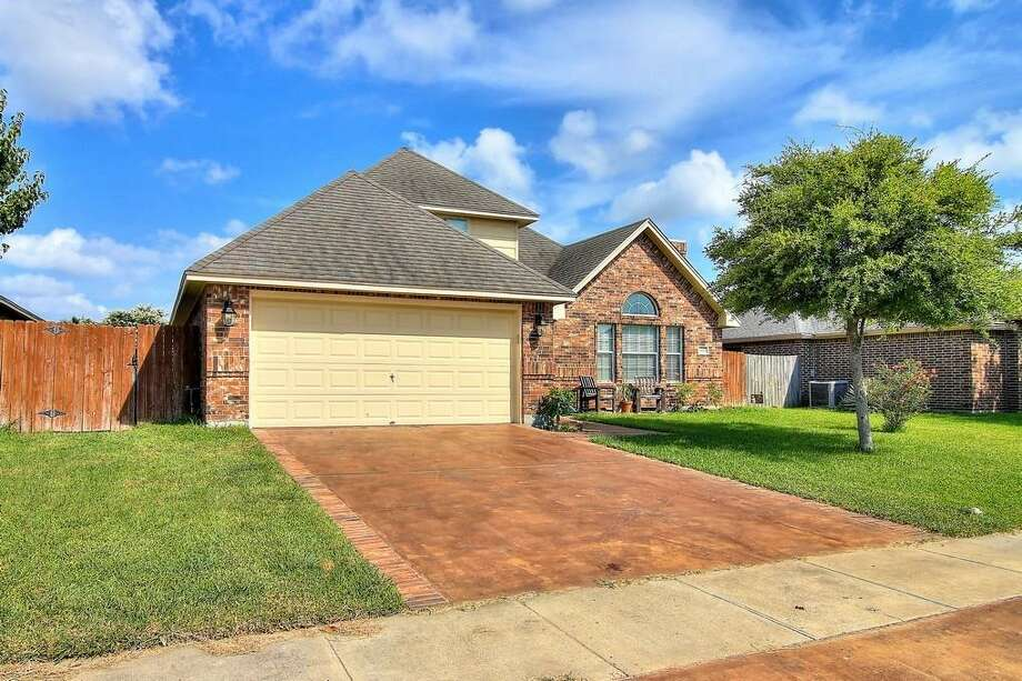 Click ahead to view 7 median-priced homes for sale in Corpus Christi, Texas.