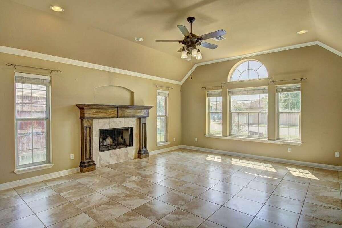 8209 Rock Crest Drive, Corpus Christi:$223,0004 beds / 2.5 bathrooms