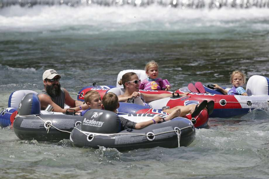 The water is still a cool relief as tubers take to the Comal River in New Braunfels on Labor Day, September 3, 2018. Photo: Tom Reel/Staff Photographer