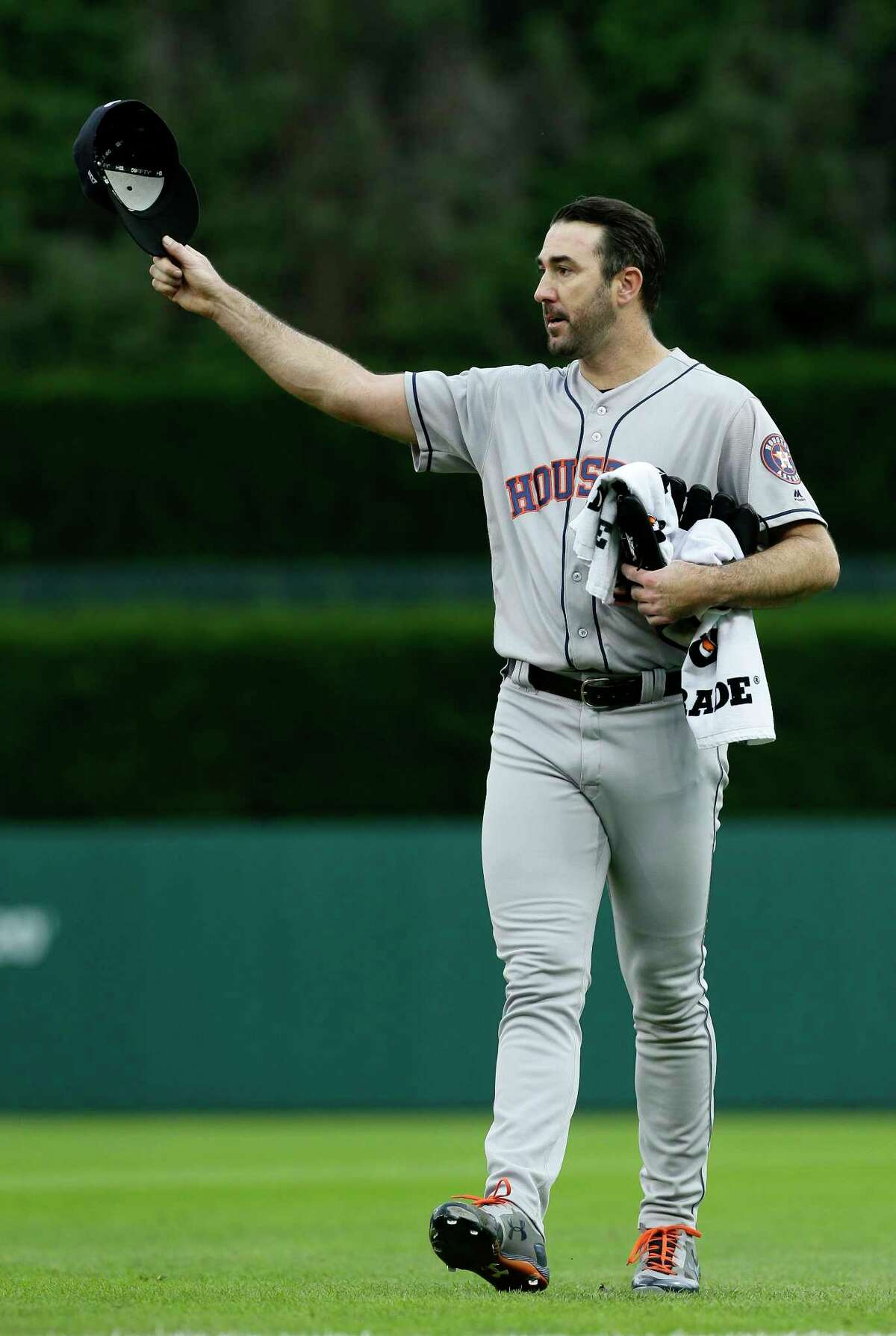 Houston Astros starting pitcher Justin Verlander acknowledges the fans at Comerica Park after he was introduced before a baseball game against the Detroit Tigers, Monday, Sept. 10, 2018, in Detroit. (AP Photo/Duane Burleson)
