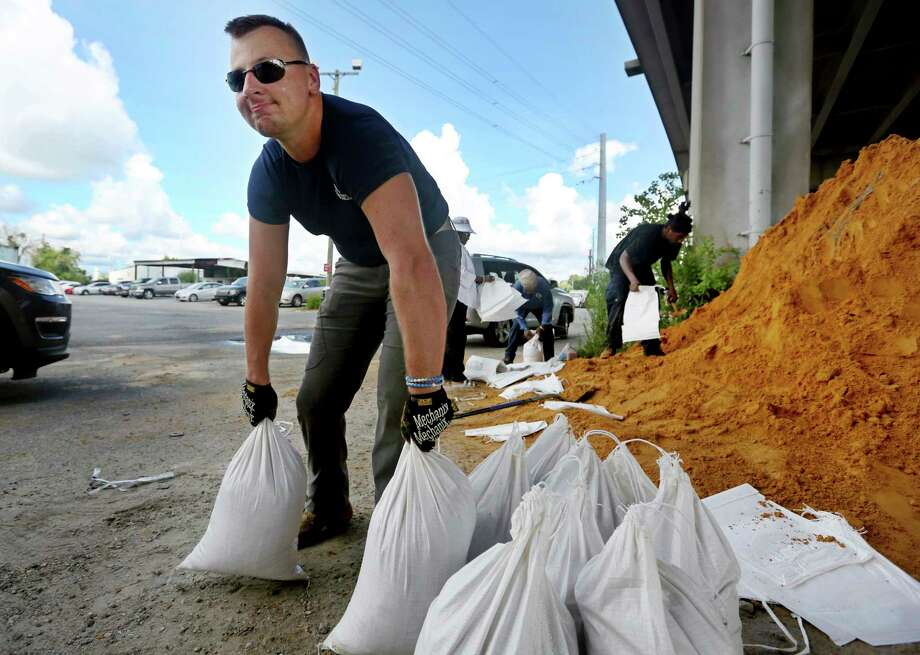 Kevin Orth loads sandbags into cars on Milford Street as he helps residents prepare for Hurricane Florence, Monday, Sept. 10, 2018, in Charleston,S.C. (Grace Beahm Alford/The Post And Courier via AP) Photo: Grace Beahm Alford / The Post And Courier