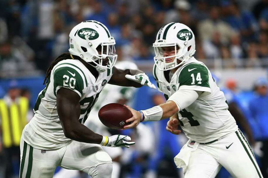 DETROIT, MI - SEPTEMBER 10: Sam Darnold #14 of the New York Jets hands the ball off to Isaiah Crowell #20 of the New York Jets in the second half against the Detroit Lions at Ford Field on September 10, 2018 in Detroit, Michigan. (Photo by Rey Del Rio/Getty Images) Photo: Rey Del Rio / 2018 Getty Images