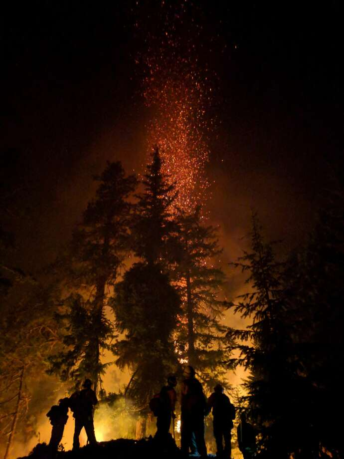 Miriam Fire night photo. Photo: Laura Bierach/INCIWEB