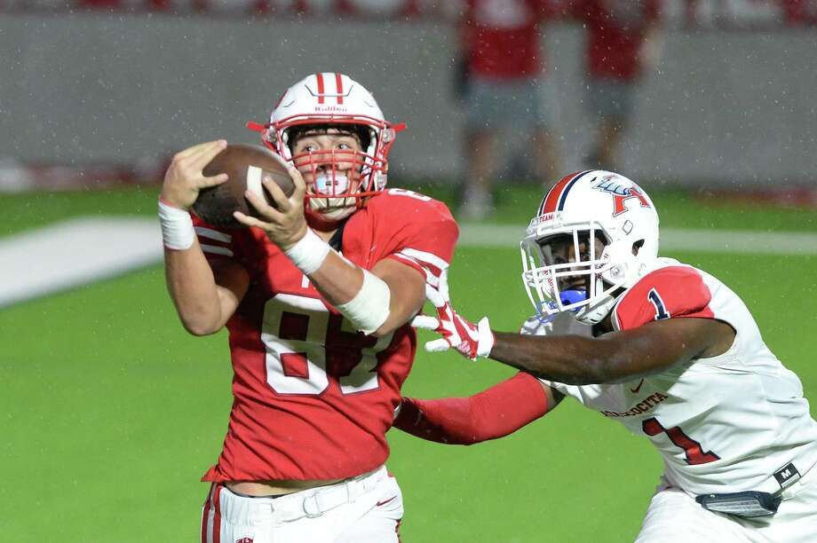 Sam Dunn (87) of Katy pulls down a touchdown pass in the rain during the fourth quarter against Atascocita Eagles last season at Legacy Stadium in Katy. Photo: Craig Moseley, Houston Chronicle / Staff Photographer / ©2018 Houston Chronicle