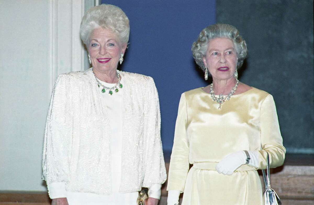 05/22/1991 - Texas Gov. Ann Richards joins Queen Elizabeth II at the Queen's dinner at the Museum of Fine Arts Houston. The Queen wore pearls and diamonds while Gov. Richards wore borrowed cabochon emeralds and diamonds.
