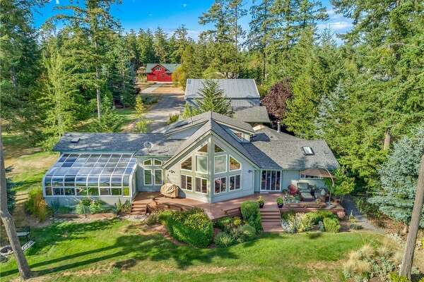 A Friday Harbor home with its own airplane hangar? Yep. Asks $1.250M