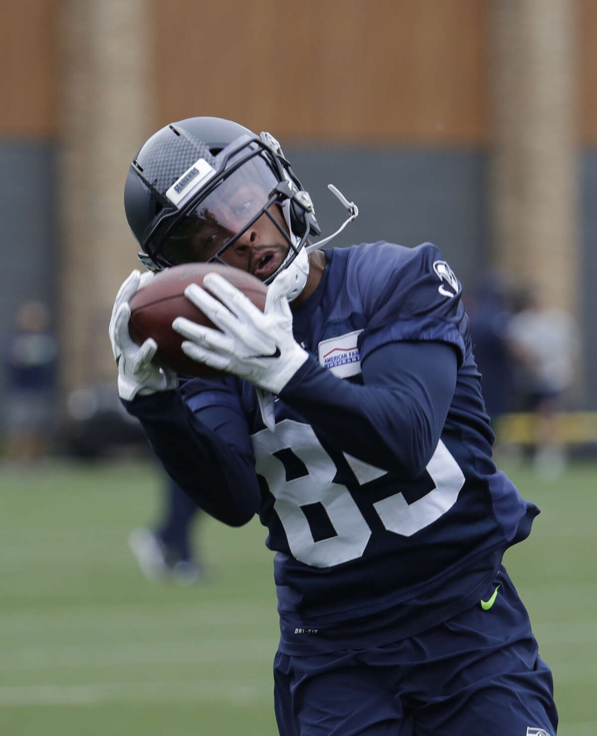 3. Wide receiver Keenan Reynolds Reynolds maintained his standing as a front runner for a roster spot at the competitive wide receiver spot. The former Navy quarterback had two catches, highlighted by a 20-yard grab that set up short touchdown run for running back Rashaad Penny.