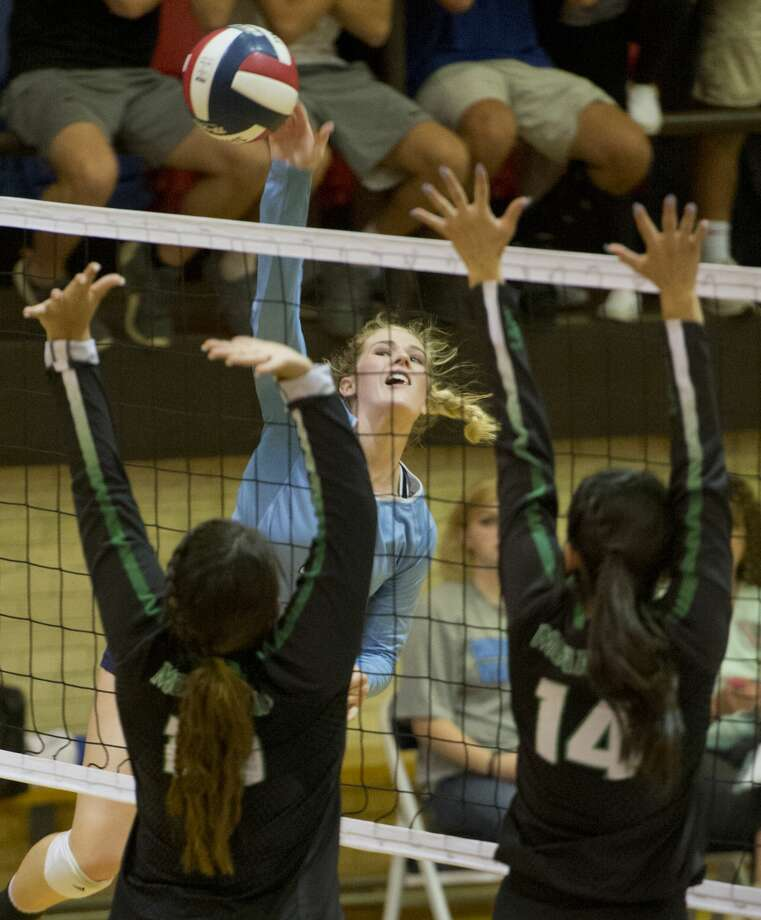 Greenwood's Kailey Martinez puts the ball past the reach of Monahans' Anevay Porras and Miriam Mendoza 09/11/18 evening in Greenwood gym. Tim Fischer/Reporter-Telegram Photo: Tim Fischer/Midland Reporter-Telegram